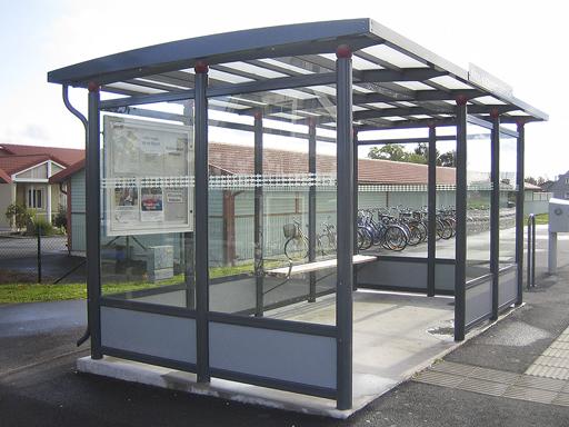 Big City busskur - Lengde 3 til 4 seksjoner, plass til 9-12 personer.