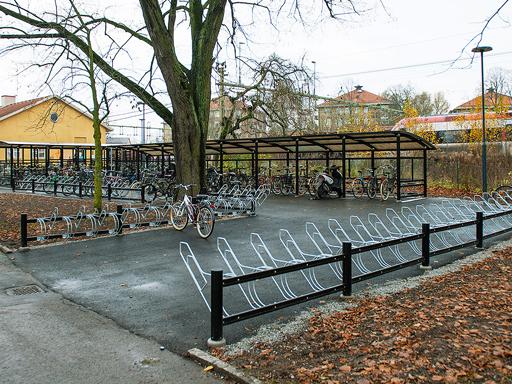Bike sykkelstativ med hjulholder og Rambo låsebøyle