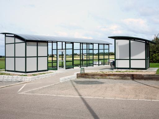 Zenzo Miljø - Golfbaneprodukter - Overbygd driving range - med låsbart lagerrom
