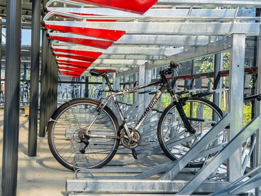 Sykkelen plassert i understativet