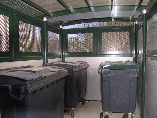 Tellus 30-3 - Sett innenifra med avfallsbeholderene - 19 kvm.
