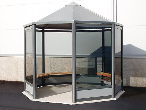 Octagon røykeskur -  2 til 3 seksjoner med plass til ca. 10 personer.