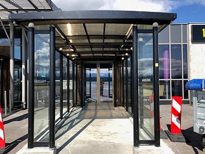 Zenzo Miljø - Leskur - Avinor Molde lufthavn - Terminalskur inngang